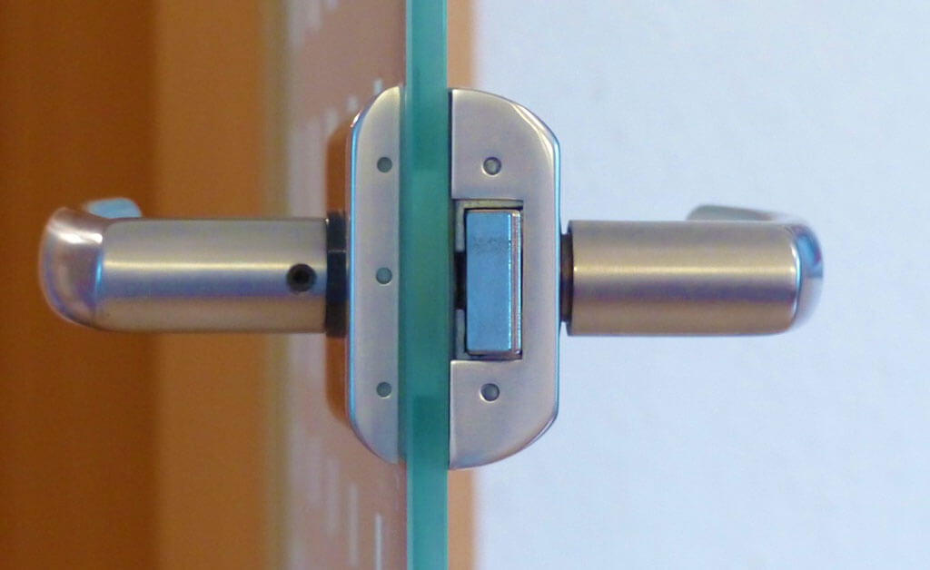 Best-Places-To-Get-a-Commercial-Door-Repair-in-DC---DC-local-locksmith-KLS
